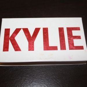 KYLIE Eyeshadow Smooch